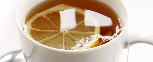 Jarabe de jengibre, limón y miel para combatir los síntomas del resfriado