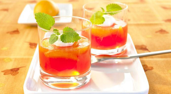 Fiesta temática, cócteles con naranja