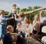 Disfrutando de una tarde en familia en los campos de L'Hort Muntanya
